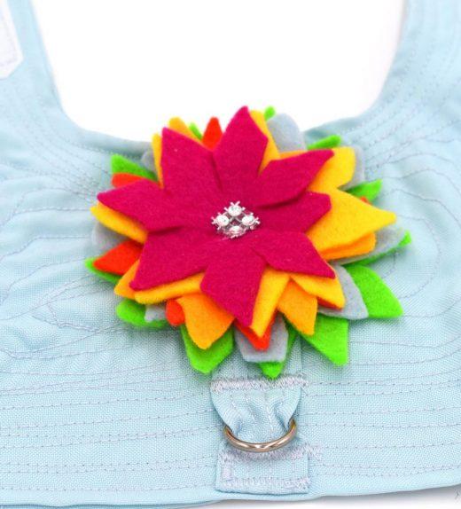 Pechera-celeste-con-flores-4
